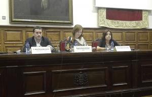 Javier Fernández Lanero, Eugenia Suárez Serrano y Carmen Adams, durante la presentación del seminario.